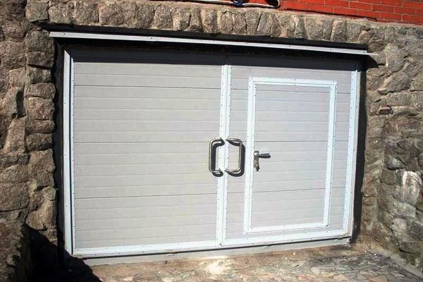 Калитка в воротах гаража как сделать 699